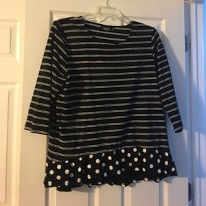 Black and white Onque XL knit top.